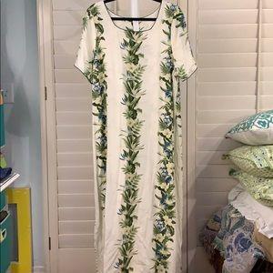 LOVELY Hawaiian dress! Size 2XL-runs like a 1XL